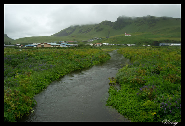 Río y montañas de Vík í Mýrdal