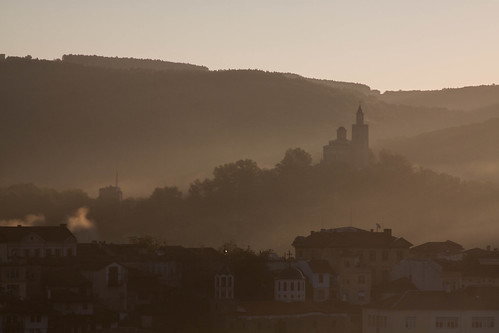 morning mist tower canon river view neglected charm bulgaria worn yantra tårn slopes udsigt velikotarnovo damncool dignified tsarevets велико търново hoteletar