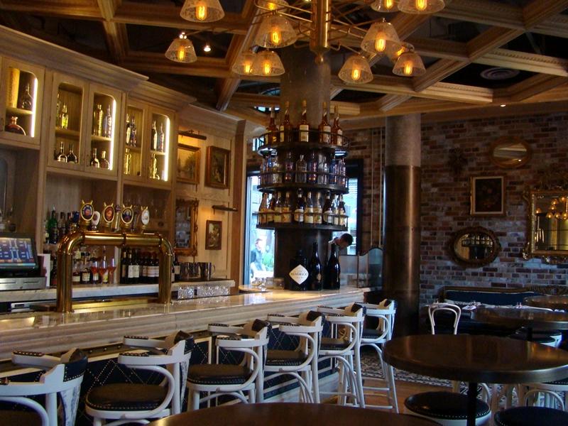 Cluny Bistro bar