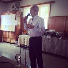 Vadim Davatz, in Fanas präsentiert sein Buch.