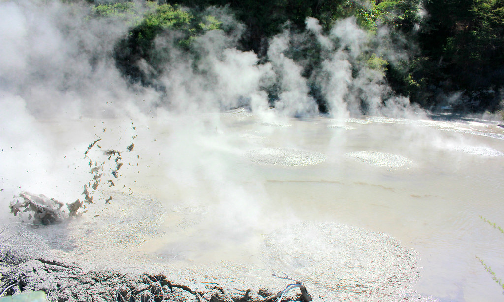waimangu-steaming-hot-pools