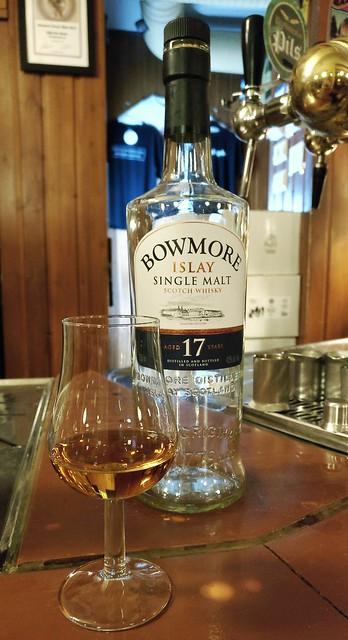 Evening Islay, March 29th 2017. #bowmore #singlemalt #islay #scotch #whisky #viski #juoma #drink #pikkulintu #olutravintola #olutravintolapikkulintu #oneplus3t