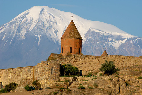 mountain church cross snowy deep kirche pit christian chiesa monastery dome armenia orthodox eglise armenian ararat armenien հայաստան hayasdan եկեղեցի հայ առաքելական սուրբ խոր վիրապ
