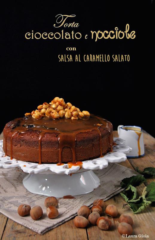 torta cioccolato e nocciole con salsa al caramello salato