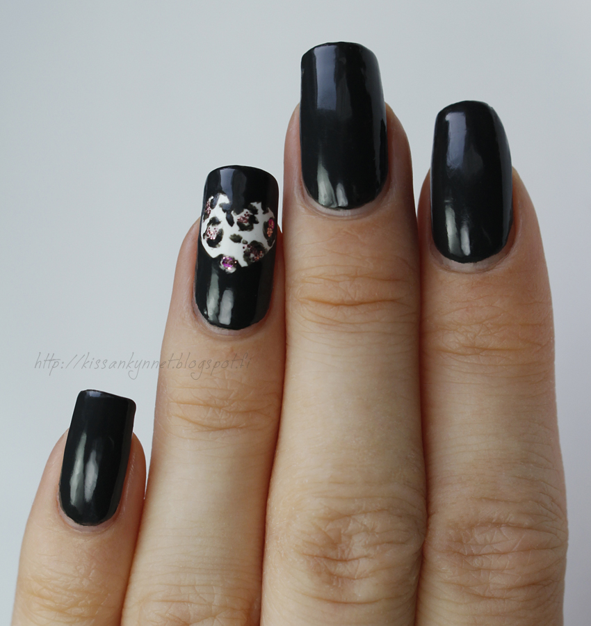 leopard_heart_nails_2