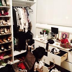 boutique(0.0), closet(1.0), furniture(1.0), room(1.0),