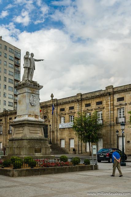 Estatua de los hermanos García Naveira