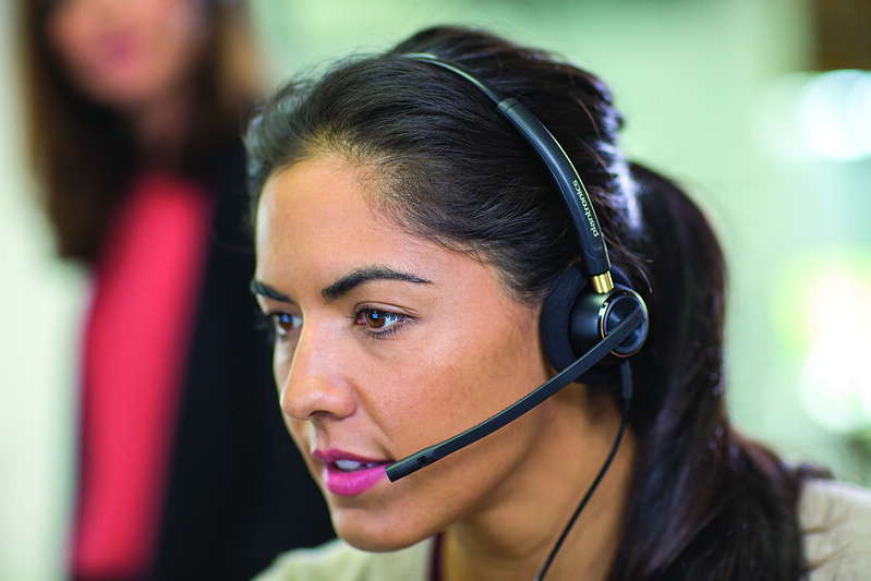 Encore520_call_center_woman_closeup_22AUG14