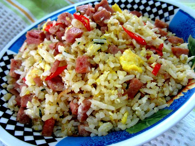 Fried rice with luncheon meat and eggs