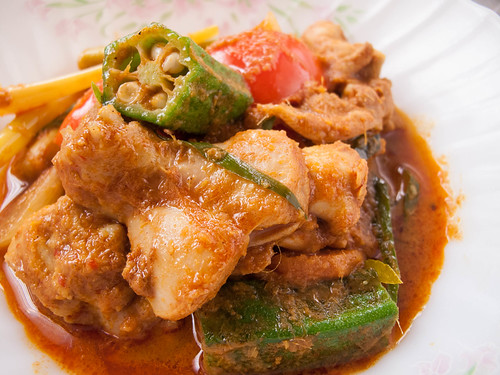 058 chicken curry with lady finger and tomato