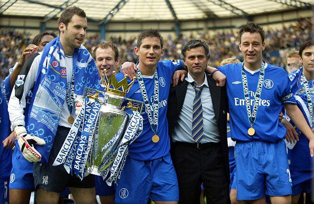 picture of Chelsea FC with Jose Mourinho after Premier League success 2005