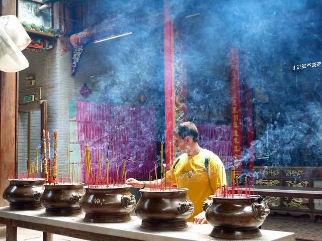 Sele en una pagoda de Saigón (Vietnam)