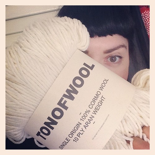 And my #tonofwoolschool arrived!!! I've given it a big hug... This stuff is soooo soft! It's amazing! #tonofwool @tonofwool #fringeandfriendsknitalong