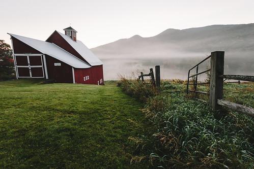 autumn fall fog architecture barn vermont newengland stowe chasingfog