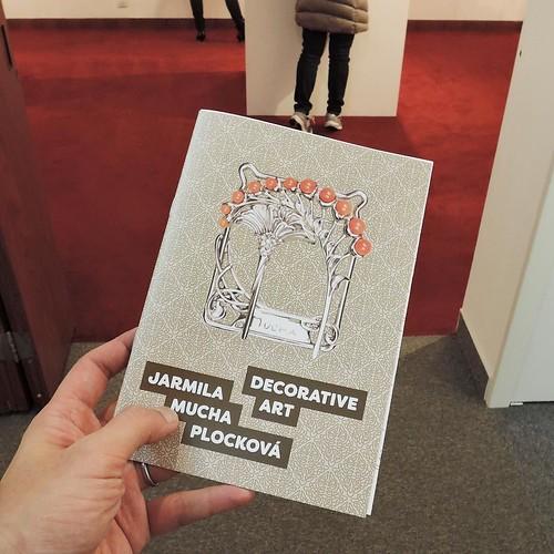 「ヤルミラ・ムハ・プロツコヴァーによる ジュエリー展覧会」は、チェコ大使館敷地内にあるチェコセンター展示室にて、3月27日まで開催中。