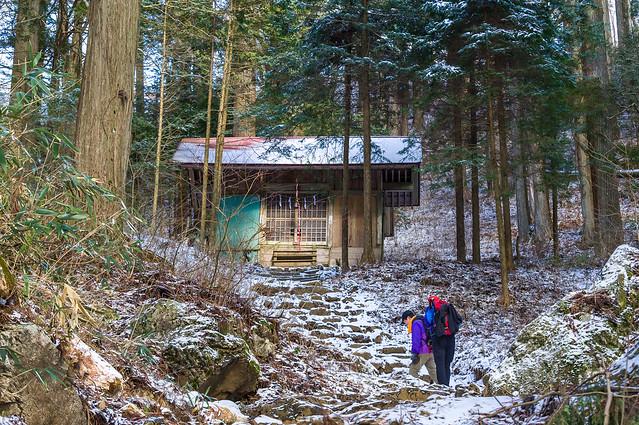 大岳神社と先行の登山者