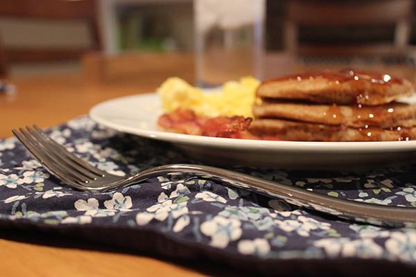 pancakes-table