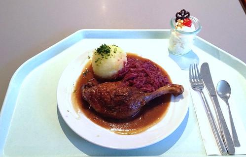 Gegrillte Entenkeule mit Blaukraut & Kartoffelknödel / Grilled duck leg with red cabbage & potato dumpling