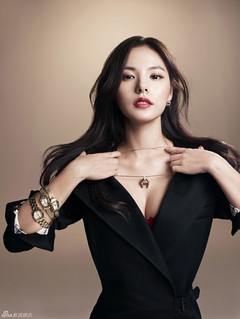 Min Hyo Rin Vogue Aigner Watches 1