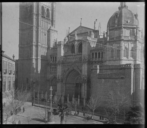 Catedral de Toledo hacia 1915. Fotografía de Aurelio de Colmenares y Orgaz, Conde de Polentinos Ⓒ Fototeca del IPCE, Ministerio de Educación, Cultura y Deporte. Signatura DCP-A-2640_P