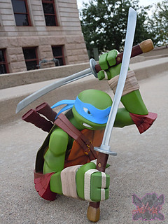 "DIAMOND SELECT TOYS :: Nickelodeon  TEENAGE MUTANT NINJA TURTLES;  ""LEONARDO"" Vinyl Bust Bank xiii  (( 2014 ))"