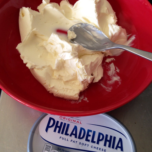 Beating cream cheese until it is soft and smooth. Food. Cheese. Cream cheese. Philadelphia cream cheese.