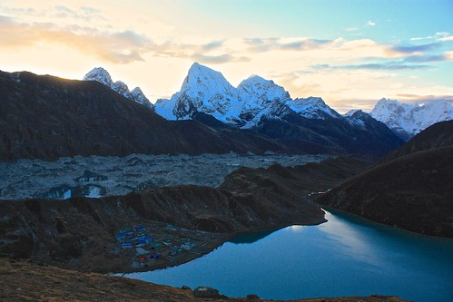 sunrise climb to Gokyo Ri