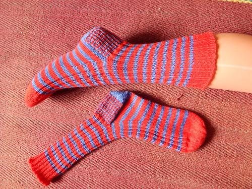 полосатые носки оба рядом