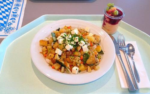 Kartoffelgeröstel mit Lauch & Schafskäse / Roasted potatoes with leek & feta