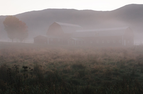 autumn mountains fall nature fog architecture barn landscape vermont newengland waterbury chasingfog