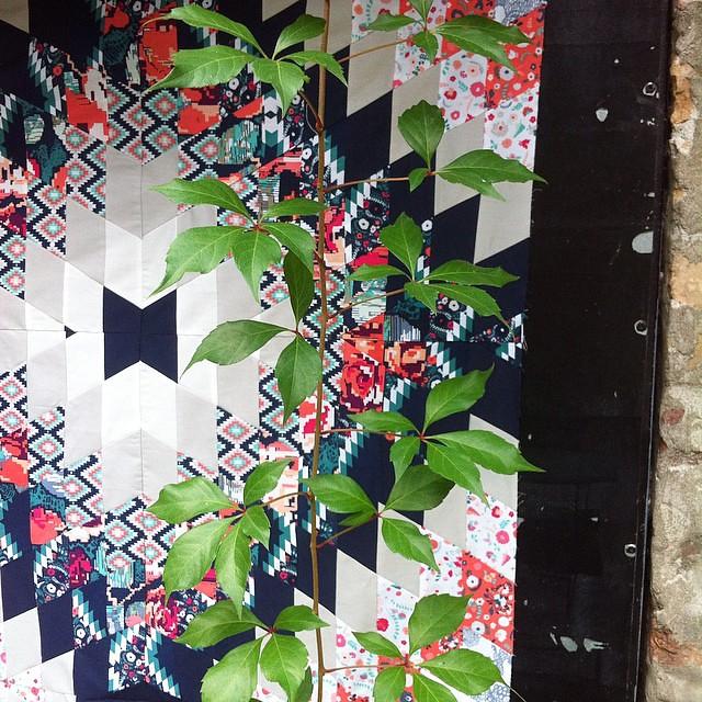 Detail of my #kubetaquilt top #patchwork #fabric #KatarinaRoccella #artgalleryfabrics #aurifil #quilt #pirotkiliminspired