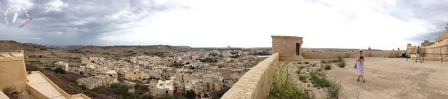 Malta happened, wakacje na Malcie, koszty, ile euro zabrać ze sobą, ile kosztuje jedzenie i zakwaterowanie, Airbnb, Gozo, prom, morze, podróż, lot, Ryanair, ceny biletów lotniczych na Maltę, wylot z Wrocławia, urlop, wycieczka, plaże, tradycyjne jedzenie