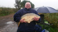 Gary Hill with a 25lb plus mirror carp caught on method feeder with sweetcorn on 8/10/14