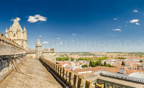 street old roof house tower heritage portugal window architecture facade landscape temple town ancient worship europe european catholic cityscape village cathedral traditional religion places historic unesco countries typical alentejo height evora évora distritodeévora