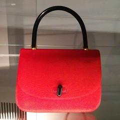 orange(0.0), textile(0.0), maroon(0.0), tote bag(0.0), pink(0.0), bag(1.0), shoulder bag(1.0), handbag(1.0), red(1.0), leather(1.0),