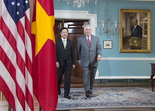 Secretary Tillerson and Vietnamese Deputy Prime Minister and Foreign Minister Minh Enter the Treaty Room for a Camera Spray