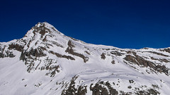 Nasz kolejny cel -  przełęcz Col Basei 3176m. Z lewej szczyt Punta Basei 3338m.