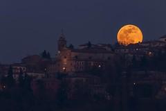 Luna piena sopra Verucchio