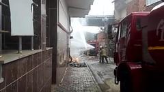 Arnavutköy'de izinsiz kazı yaparken doğalgaz borusunu deldiler