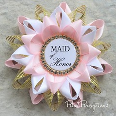 Planning a pink and gold bridal shower? Order these custom pins for the bridal party. #bridalshower #bride https://t.co/cjgx8SdkmI https://t.co/ys6g0R8qJJ